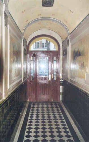Immobilienmakler verkauft Altbau Mietshaus in Berlin-Neukölln-189