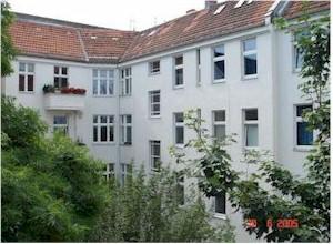 Berliner Makler verkauft Altbauwohnung in Neukölln