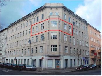 Immobilienmakler verkauft 4-Zi-Altbauwohnung Berlin-Spandau